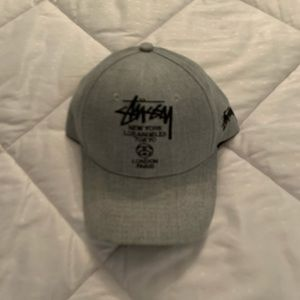 Stussy adjustable hat light gray & black